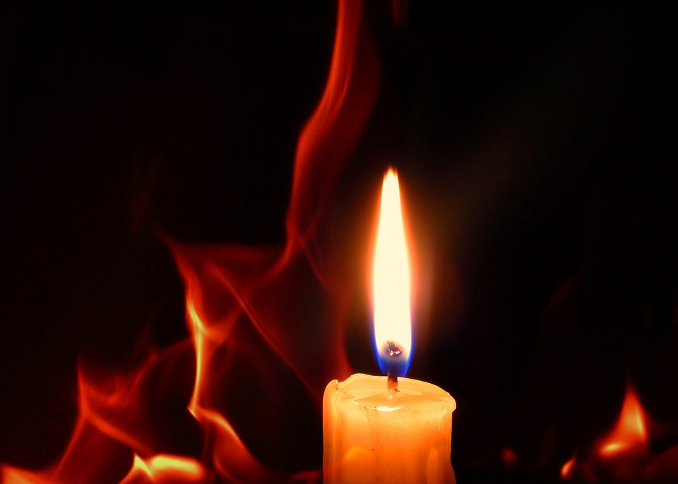 candle-2290216_960_720